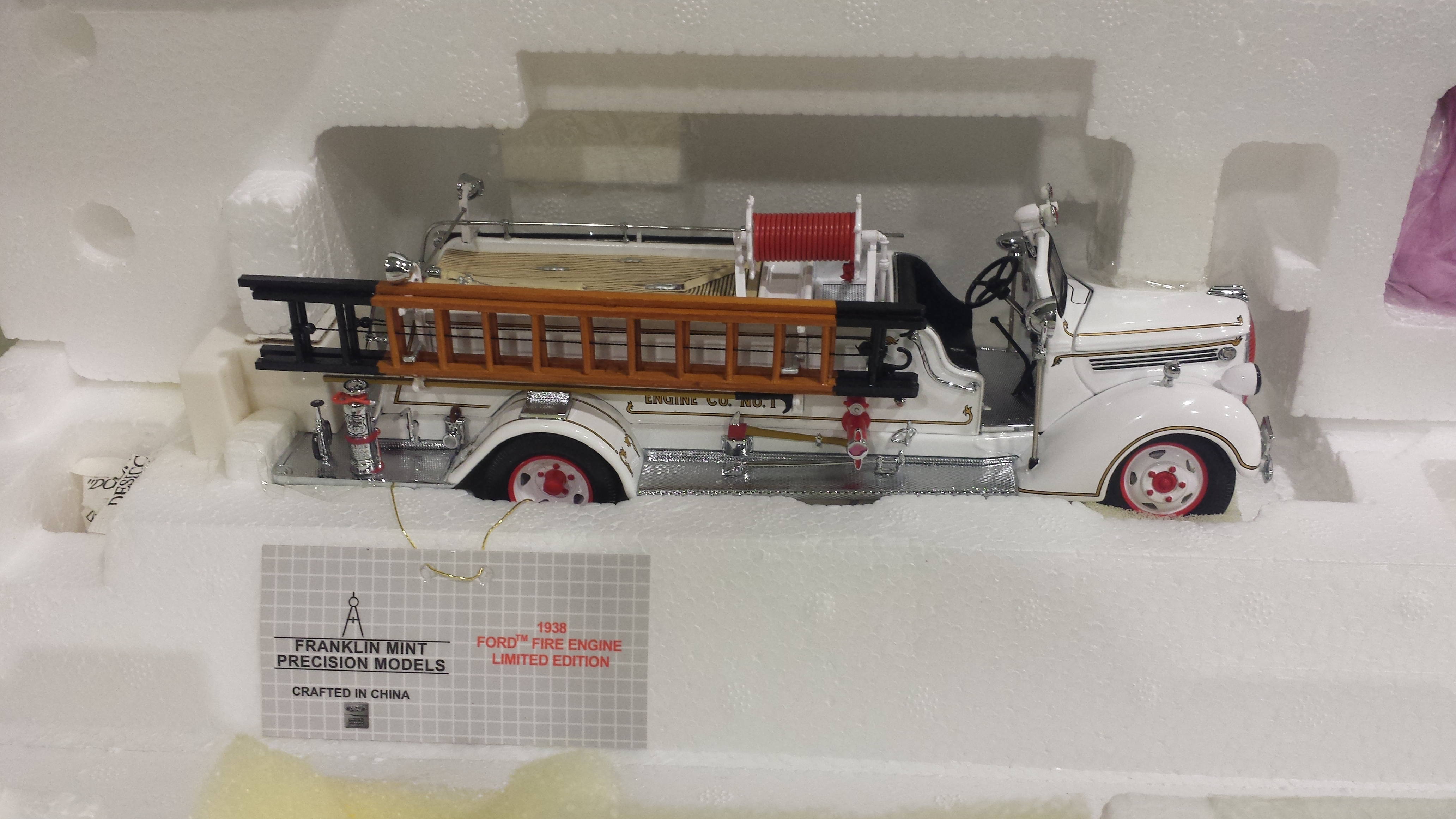 1 Franklin Mint 1938 Ford Fire Engine Limited Edition Diecast 0001